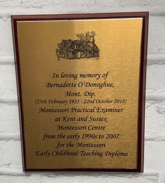 COMMEMORATIVE WALL PLAQUE or TROPHY